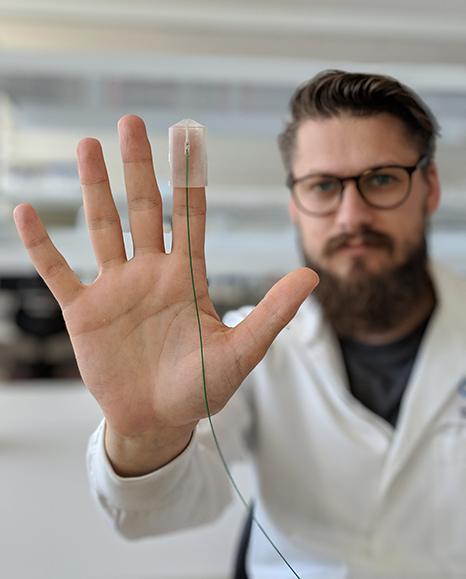 fingertip-probe-side